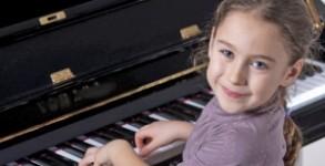 girl-playing-piano-293x150